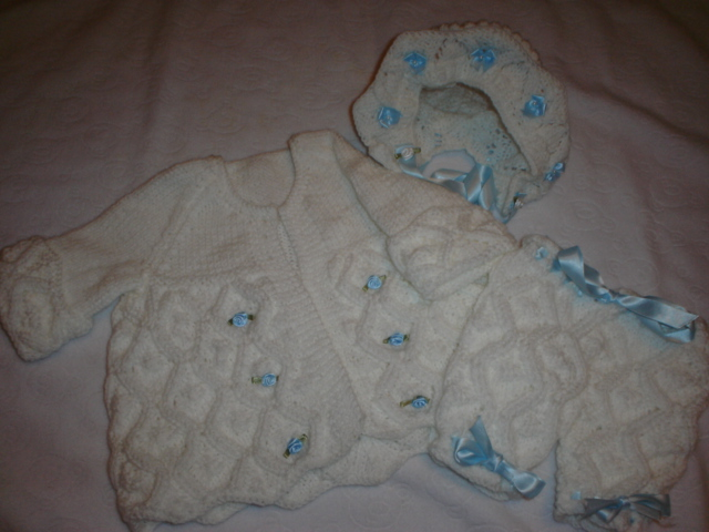 DIAMOND AND BOWS COAT,PANTS AND BONNET BABY OR REBORN KNITTING PATTERN