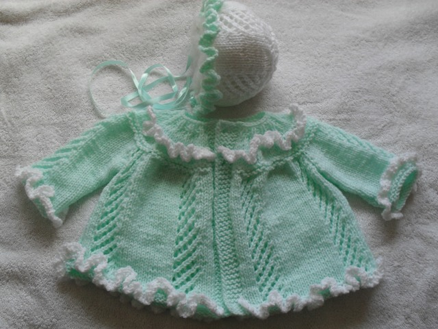 RUFFLES AND LACE COAT AND BONNET BABY OR REBORN KNITTING PATTERN